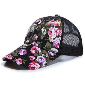 Kšiltovka Kvety-Černá obraz