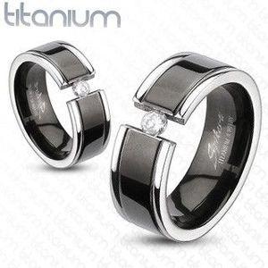 Prsten z titanu - černý pás, zirkon - Velikost: 67 obraz