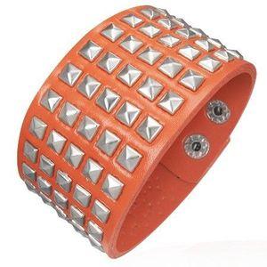 Koženkový náramek - vystupující pyramidky, oranžový obraz