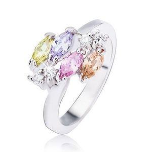 Lesklý stříbrný prsten, lesklé oválné zirkony a čiré kamínky - Velikost: 54 obraz