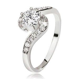 Stříbrný prsten 925, zvlněná zirkonová ramena, kulatý čirý kamínek - Velikost: 54 obraz