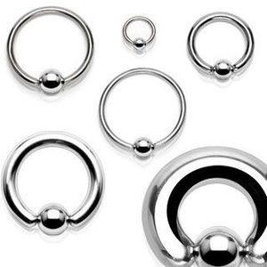 Piercing z chirurgické oceli - lesklý kroužek s kuličkou - Tloušťka x průměr x velikost kuličky: 1, 2 x 6 x 3 mm obraz
