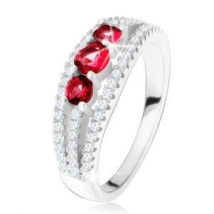 Stříbrný 925 prsten, tři rubínové kamínky, zirkonové proužky - Velikost: 52 obraz