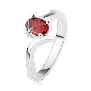 Elegantní prsten ze stříbra 925, rubínově červený zirkon, zvlněná ramena - Velikost: 57 obraz