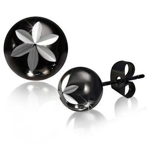 Ocelové puzetové náušnice, kulička černé barvy, gravírovaný květ obraz