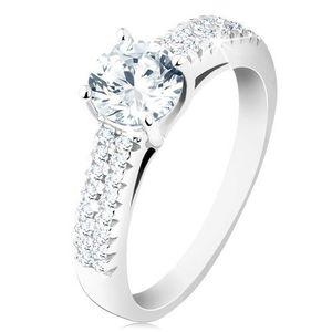 Stříbrný prsten 925 - zásnubní, čirý kulatý zirkon, zdobená ramena - Velikost: 56 obraz
