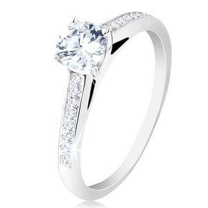 Stříbrný prsten 925, zásnubní, čirá zirkonová ramena, kulatý zirkon v kotlíku - Velikost: 55 obraz