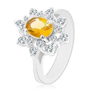 Prsten ve stříbrné barvě, blýskavý květ ze zirkonů žluté a čiré barvy - Velikost: 61 obraz