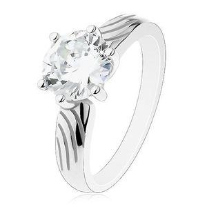 Stříbrný prsten 925, velký kulatý zirkon čiré barvy, zářezy na ramenech - Velikost: 55 obraz