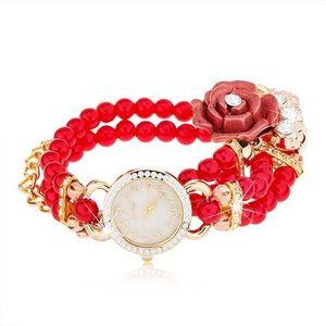Analogové hodinky, korálkový červený náramek, ciferník se zirkony, růže obraz
