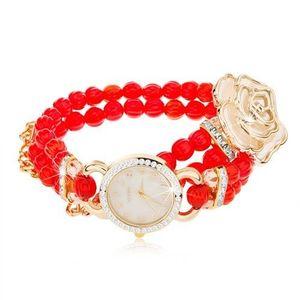 Analogové hodinky, korálkový červený náramek, ciferník se zirkony, bílá růže obraz