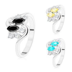 Prsten se zvlněnými rameny, stříbrný odstín, barevná zrnka a čiré zirkony - Velikost: 59, Barva: Černá obraz