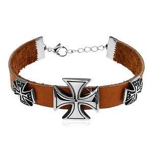 Světle hnědý náramek z umělé kůže, tři maltézské kříže stříbrné barvy obraz