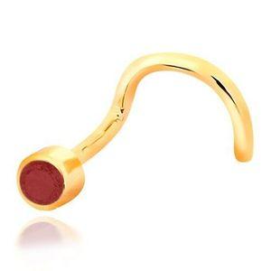 Piercing do nosu ze žlutého 14K zlata - zahnutý tvar, červený rubín v objímce obraz