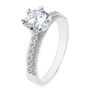 Zásnubní prsten, stříbro 925, kulatý čirý zirkon, ramena se zirkonky a vroubky - Velikost: 54 obraz