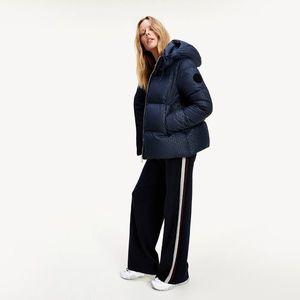 Tommy Hilfiger dámská tmavě modrá zimní bunda obraz