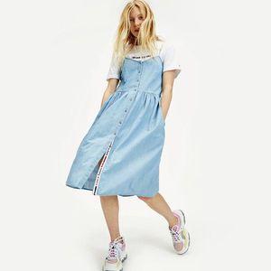 Tommy Jeans dámské džínové šaty Chambray obraz
