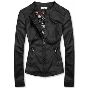 Černá koženková bunda se vzorovanou podšívkou obraz
