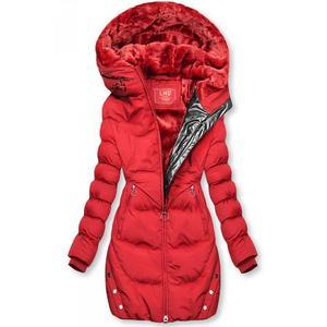 Červená zimní bunda se stříbrným lemem obraz
