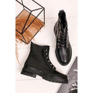 Černé kotníkové boty s řetízkou Ermis obraz