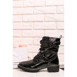 Lakované černé kotníkové boty obraz
