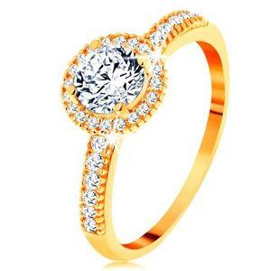 Prsten ze žlutého 14K zlata - zirkon čiré barvy lemovaný drobnými zirkonky - Velikost: 50 obraz