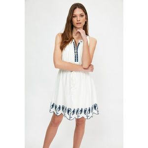 Trendyol White Lacy Dress obraz
